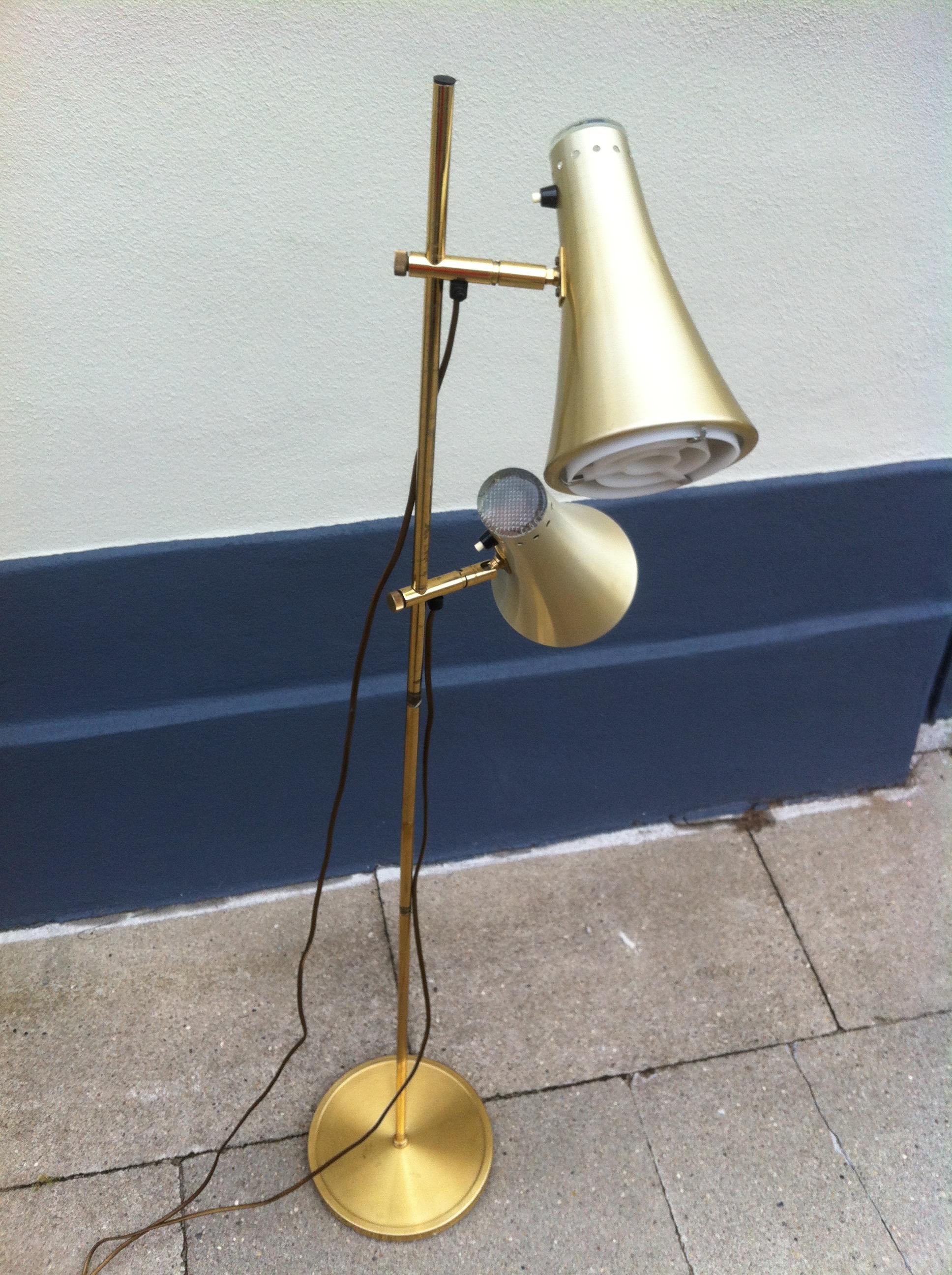 Standerlampe i messing Vitrika u2013 dansk design 1960 u2019erne