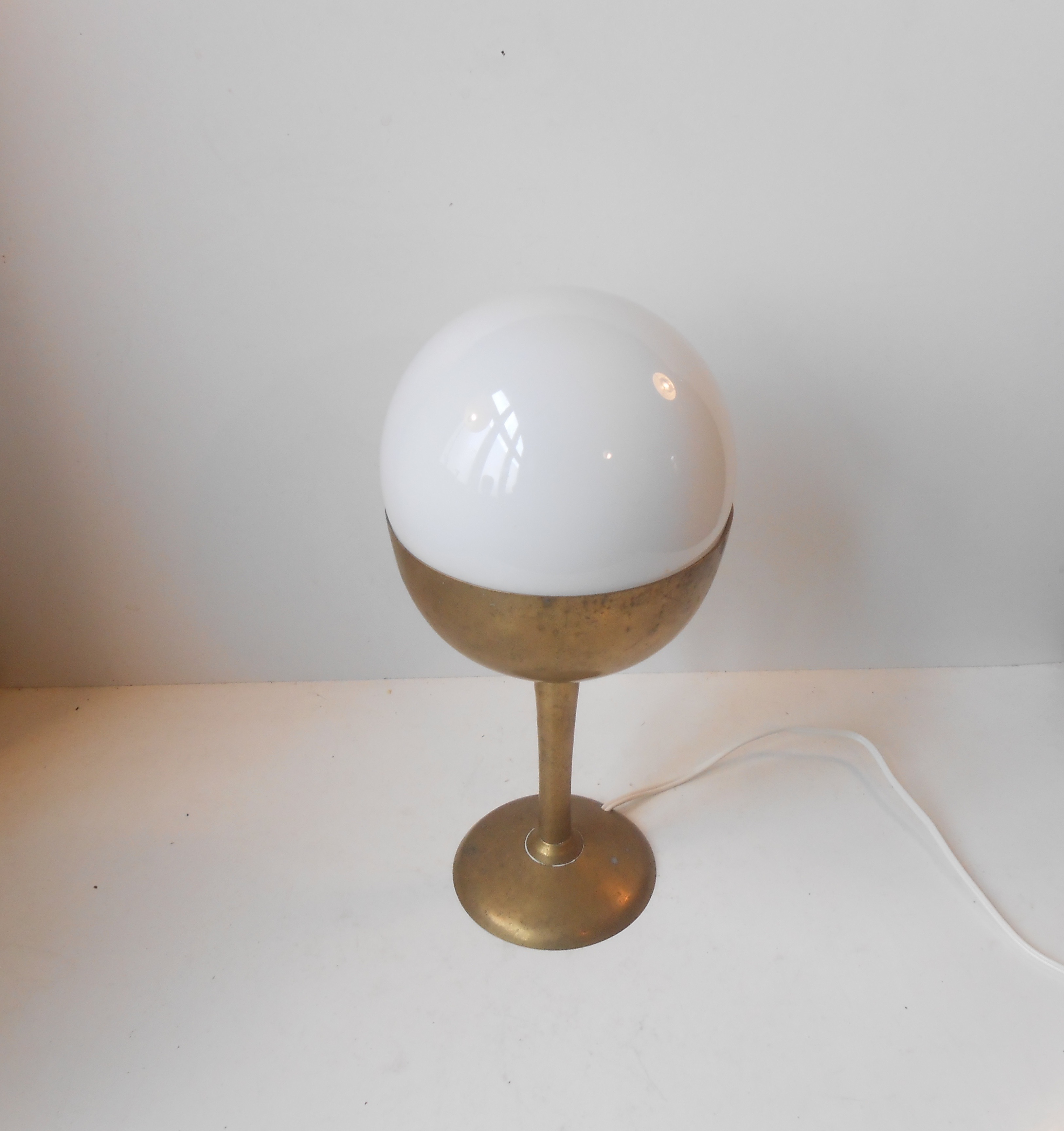 Art deco bordlampe i messing & opal: tyskland ca 1940 – retro ...