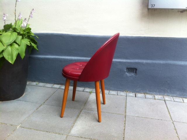 ... sminke / p?klaedningsstol af teak & skai: ca 1960 ? retro-design.dk