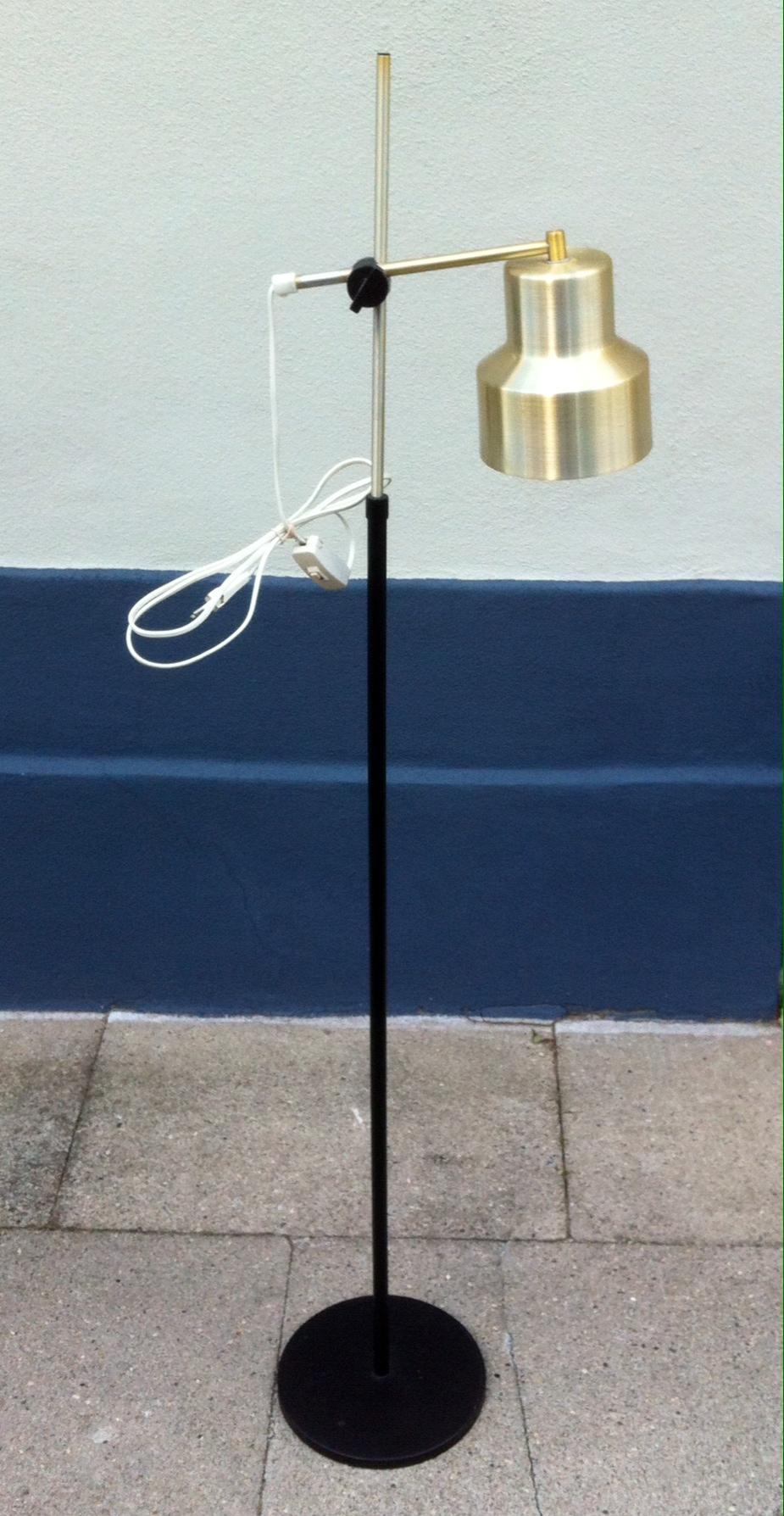 Standerlampe i borstet messing Dansa u2013 dansk design 1960 u2019erne u2013 retro design dk